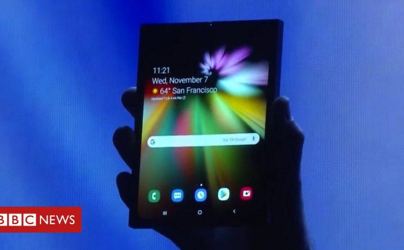 Samsung shows off folding smartphone